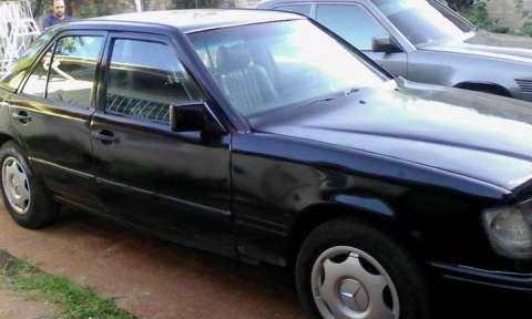 Mercedes negro diésel 1986